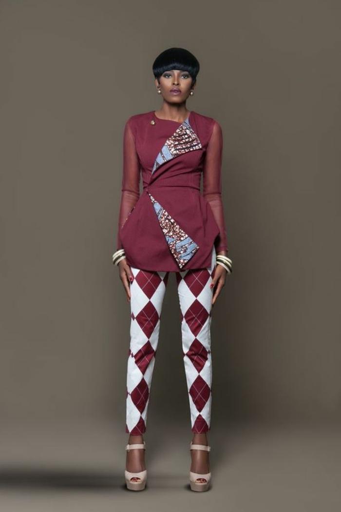 frauen outfits im afro stil gestaltet, hose mit geometrischen formen, weiß und bourdeaux rot, oberteil