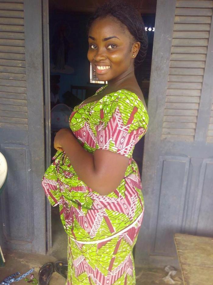 festliche damenmode, afrika style dame, grünes kleid, großes lächeln