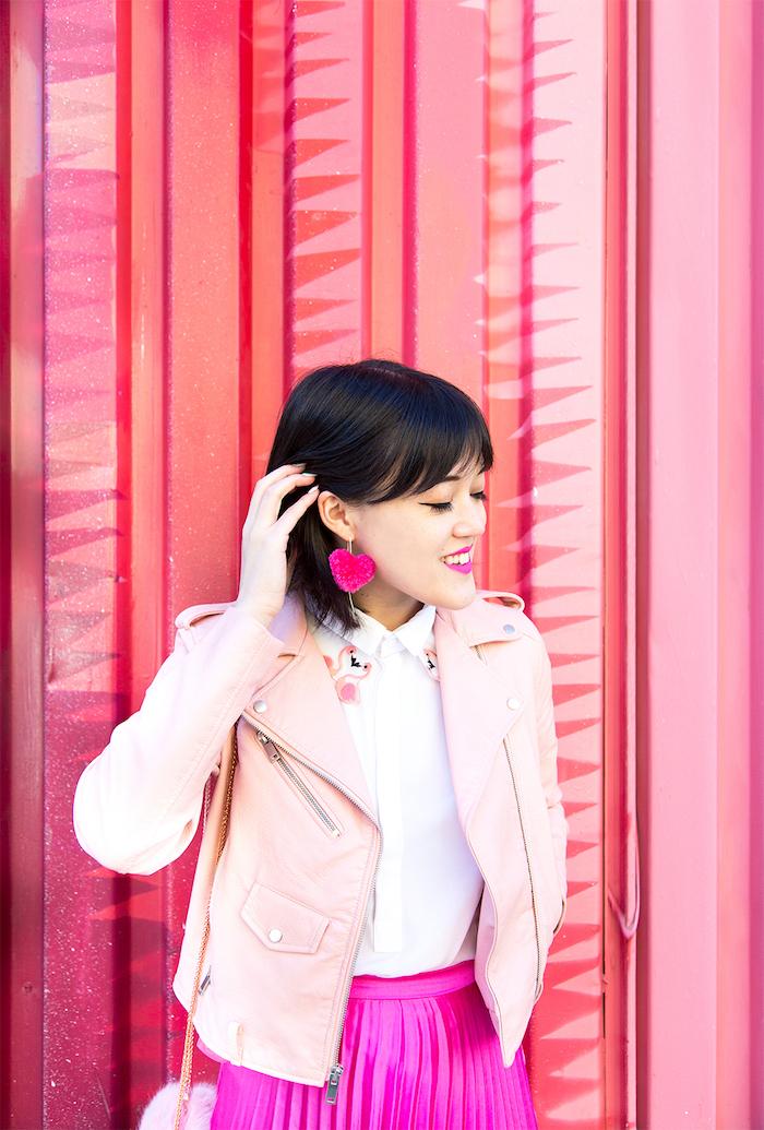 Selbstgemachte Ohrringe mit Bommeln in Form von Herzen, schönes DIY Geschenk für Freundin