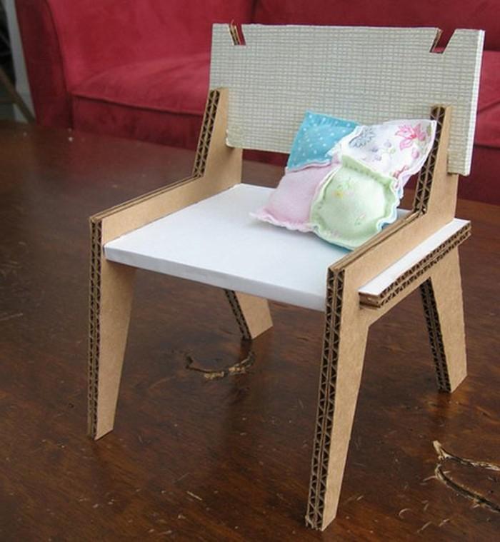 kartonmöbel design easy to do und günstig, stuhl design kleiner kissen, weiße sitzoberfläche