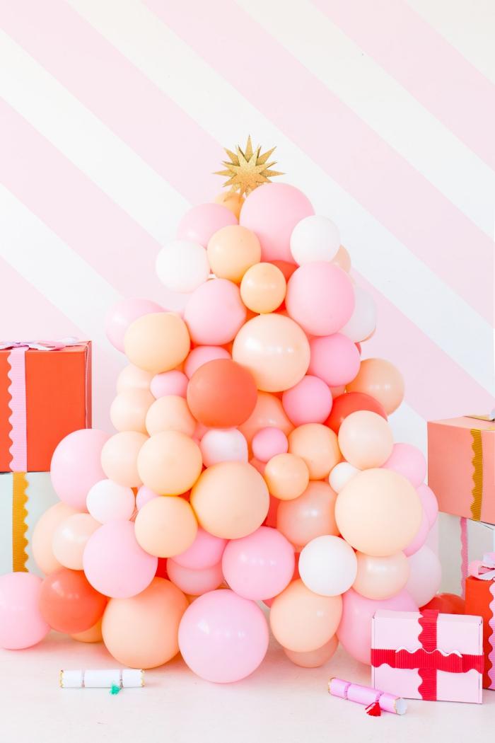 tannenbaum basteln, rosa luftballons, goldener stern, viele geschenke, weihnachtsdeko