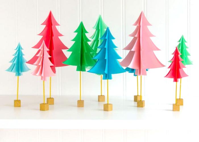 tannenbaum basteln papier vorlage, kleine bäume aus buntem bastelpapier, holzwürfeln