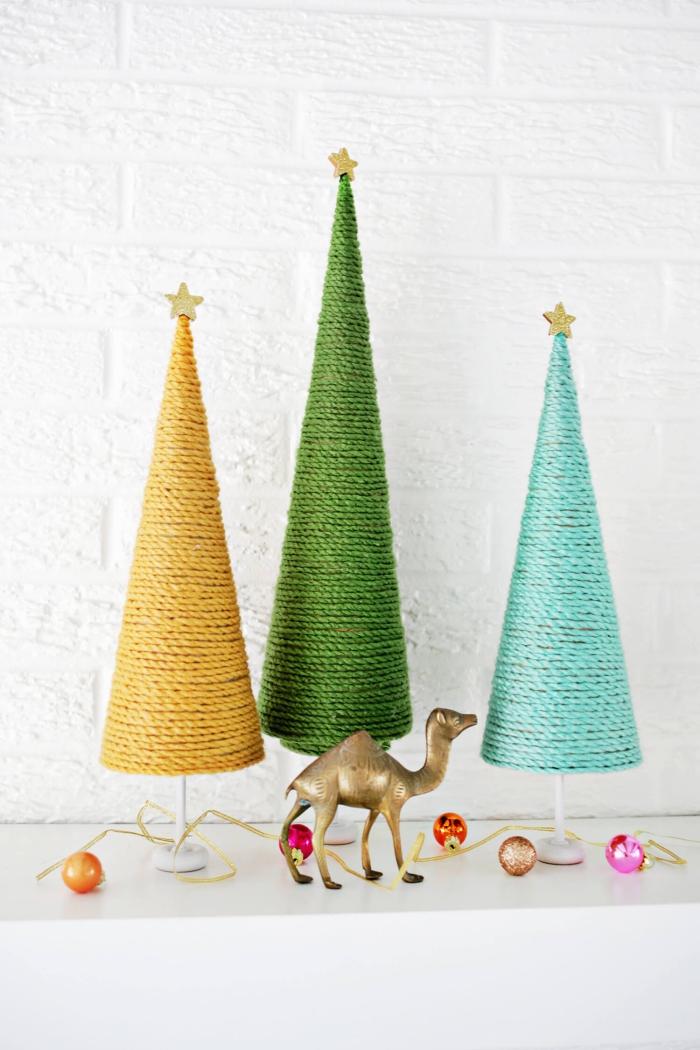 tannenbaum forlage, kleine kamel figur, kegel dekoriert mit schnur, weihnachtliche deko