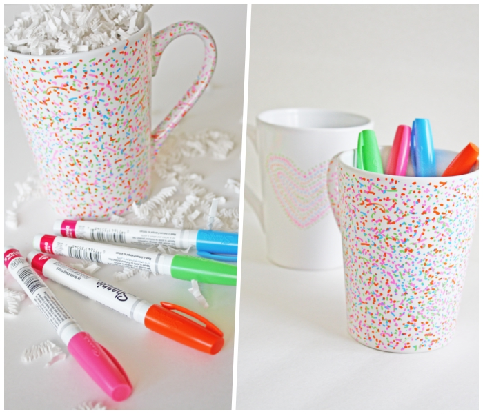 tasse bemalen mit kindern, bunte marker, punkte machen, konfetti aus weißem papier
