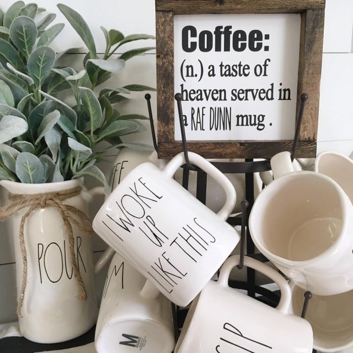tasse zum bemalen, grüne blätter, schwarzes tassengestell, wanddeko küche, bild