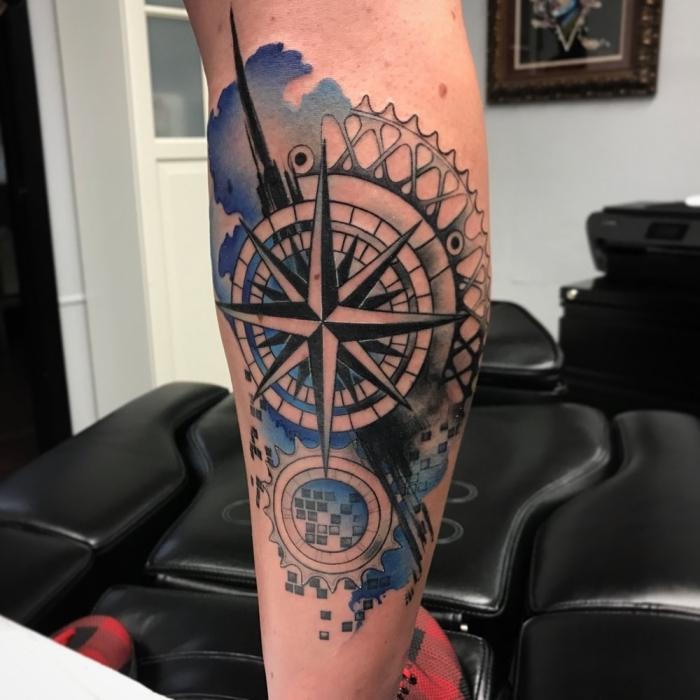 tattoo bedetung, bein tätowieren lassen, mechenische teile, geometrische motive, quadrate