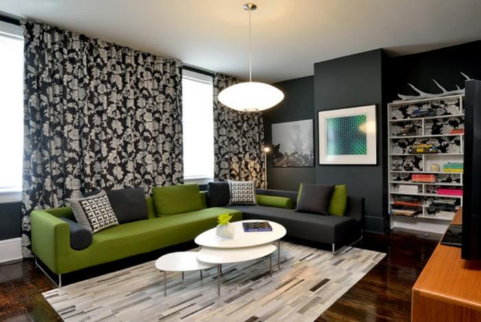 Wandgestaltung Ideen selber machen, zwei Wandbilder und ein Wandregal, ein Laminat Boden
