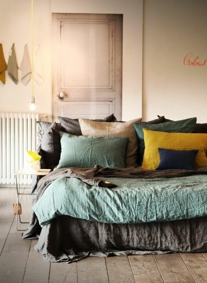 farbgestaltung grau ideen für wandfarbendesign und einrichtung, grün blau, gelbe kissen