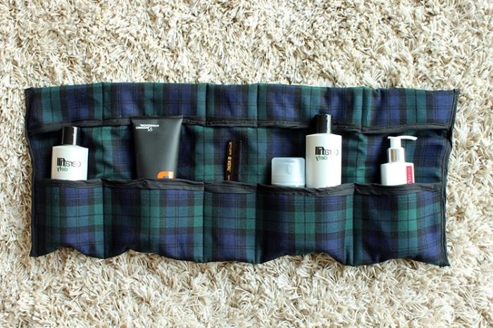 flauschiger teppich, kosmetiktasche aus kariertem stoff in blau und grün, was kann ich meinem freund schenken
