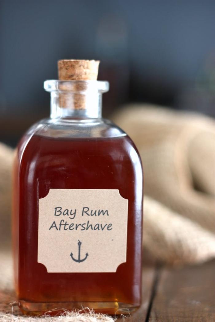 glasflasche mit aftershave mit rum, was schenke ich meinem freund, für mein schatz
