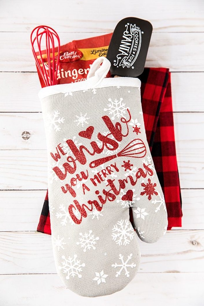 Personalisierten Backhandschuh zu Weihnachten schenken, mit Schablone dekorieren