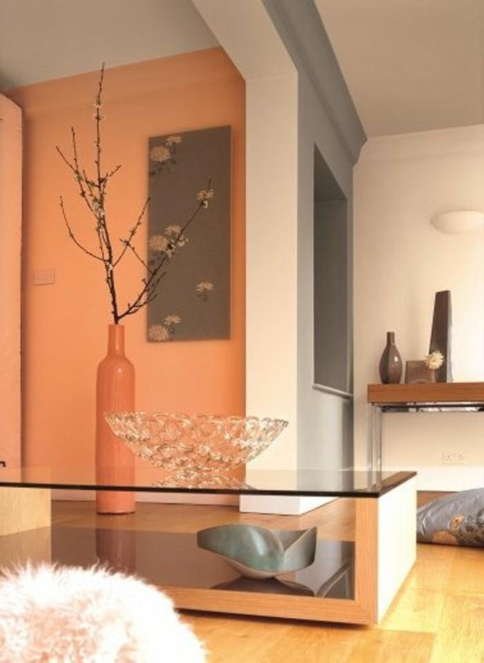 welche farbe passt zu braun, orange deko ideen, große vase, braune wand, flauschiger hocker