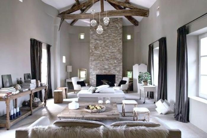 welche farben passen zusammen, zimmergestaltung, kamin mit ziegeloptik, sofa, sessel, zwei große fenster mit schwarzen vorhängen