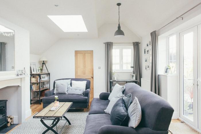 graue Wohnzimmermöbel, ein weißer Teppich, ein kleiner Couchtisch, Wandgestaltung Ideen selber machen