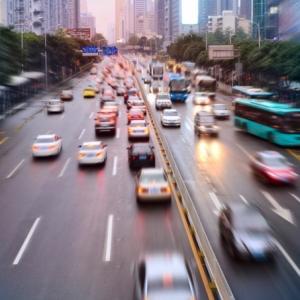 5G - schnelle Wireless-Technologie beugt Unfälle vor