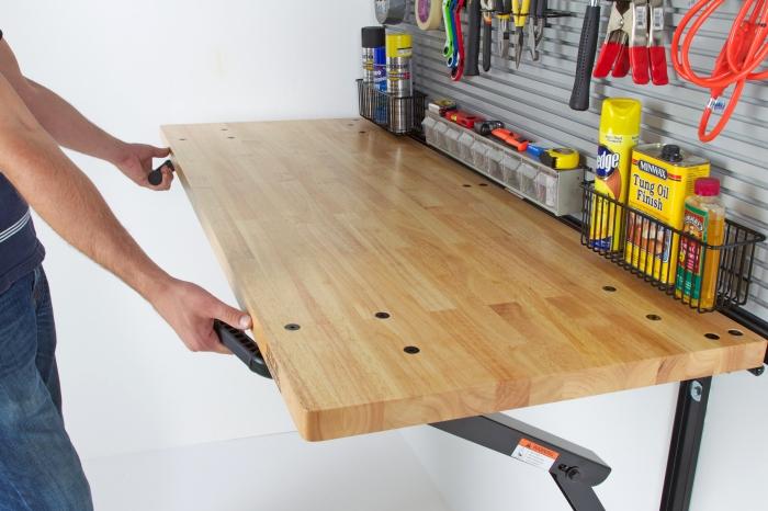 auto garage einrichten, arbeitsplatte aus holz montieren, autogarage ideen, hozplatte