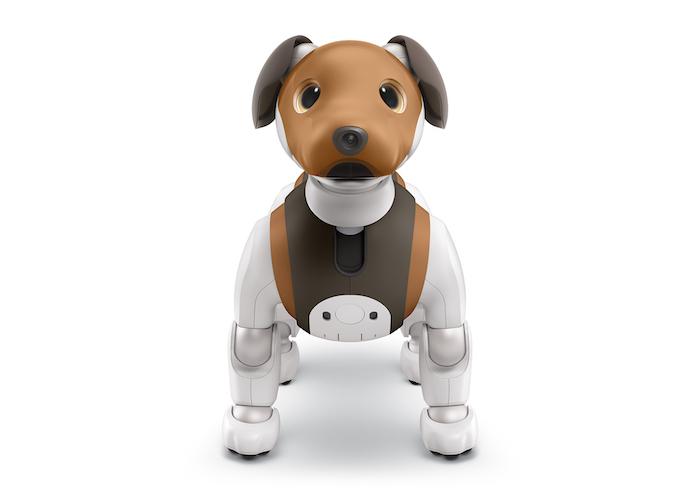 kleiner niedlicher aibo robo-hund mit zwei braunen ohren und einer braunen kleinen nase und mit schwarzen augen