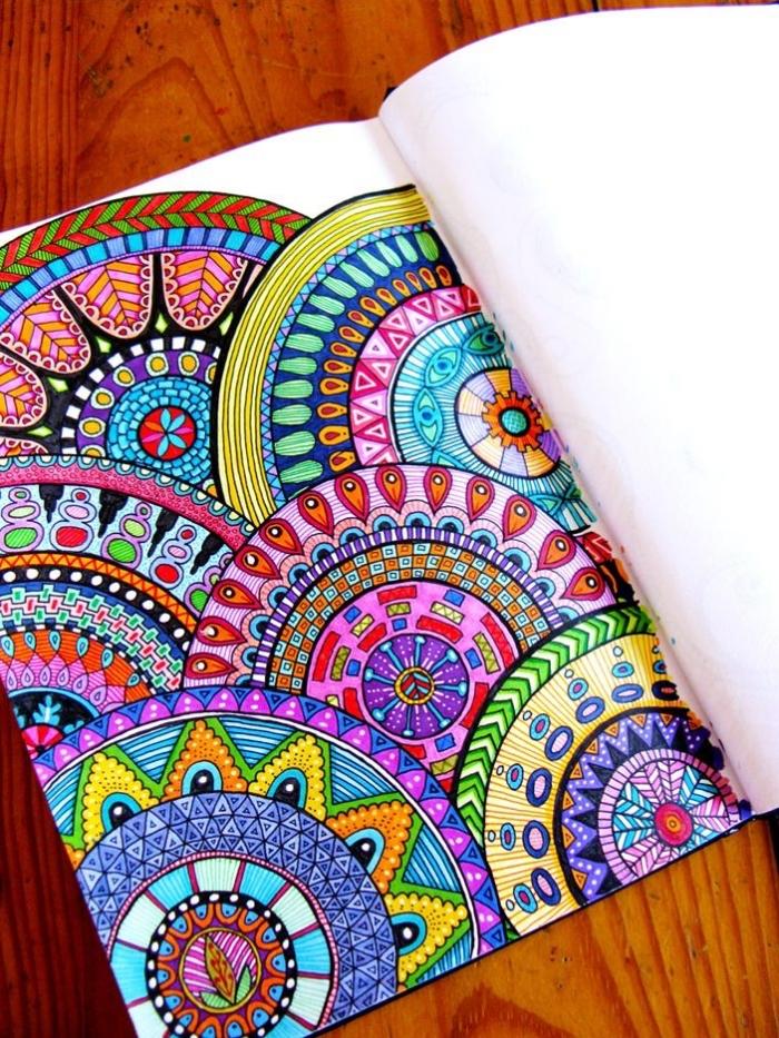 vilder zeichnen, farbige mandalas, geometrische motive, großes heft, bunte farben