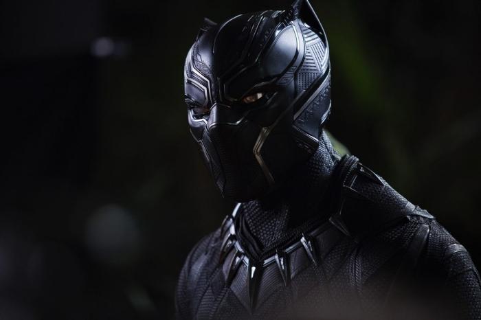 black panter, szene aus dem film, mann mit schwarzem panzer, oscar nomination, superheldenfilm