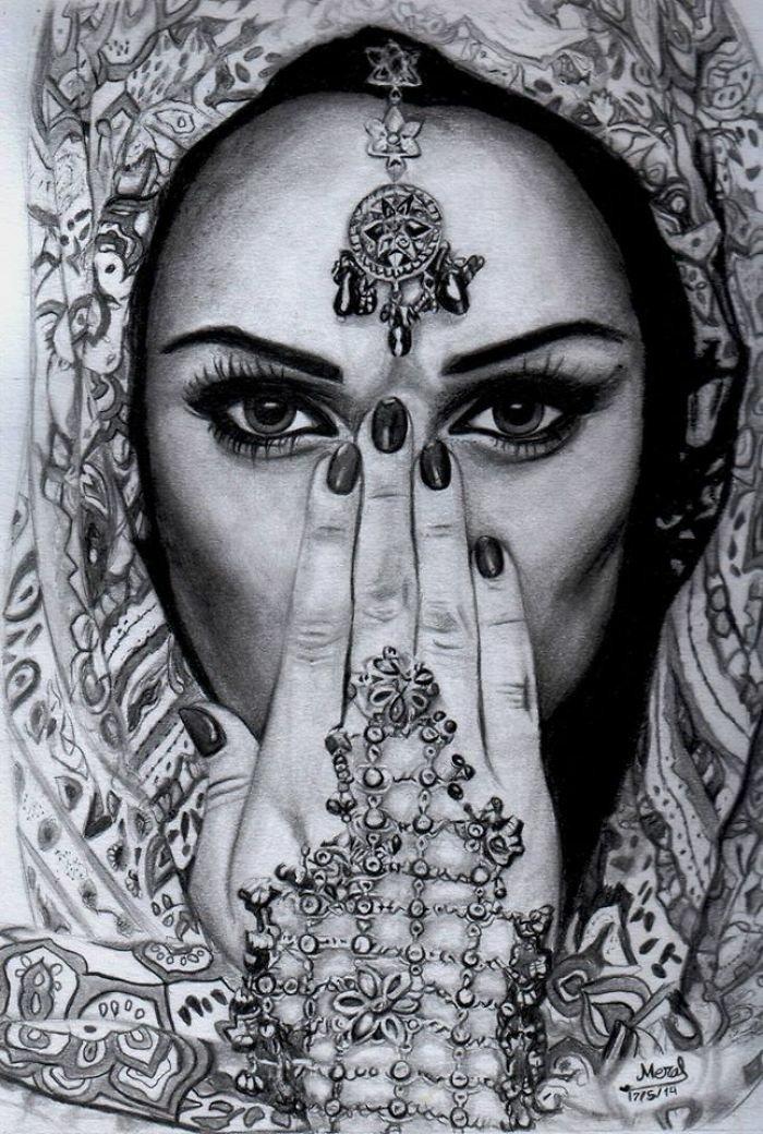 ein Mädchen in Schwarz Weiß, ein arabisches Mädchen gezeichnet mit Haarschmuck und Handschmuck
