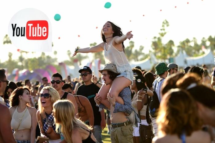 Das LOGO von YouTube, ein Mädchen und ein Junge genießen Coachella Festival, viele Ballons