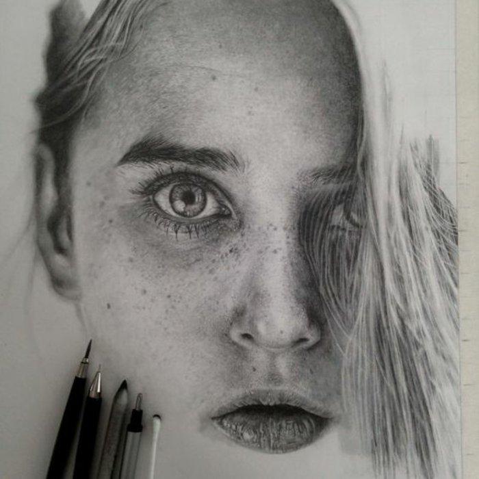 ein blondes Mädchen mit großem hellen Augen, Sommersprossen und Pony, coole Mädchen Bilder