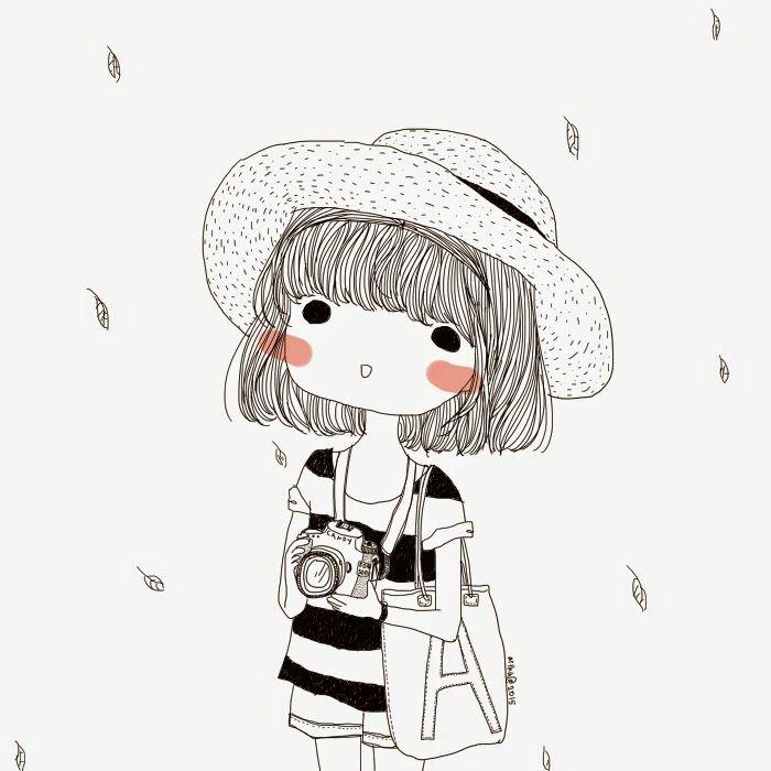 ein kleines Mädchen mit schulterlangem, blondem Haar, rosa Wangen, ein Hut, gestreifte Bluse, coole Bilder zeichnen