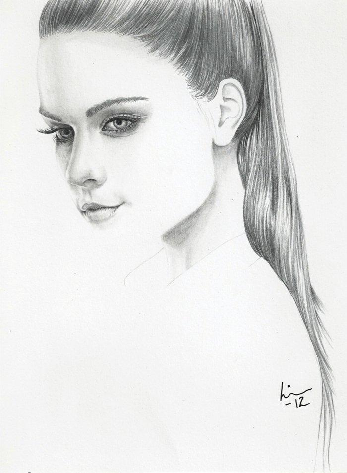 schöne Bilder zum Abzeichnen, ein Mädchen mit langem Haar, schöne Augen, volle Lippen