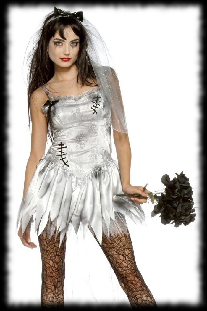 halloween kostüme damen ideen, weißes kleid mit schwarzen schmutzigen elementen, aschenputel mit katzenohren diadem, spitze stoff strumpfhose
