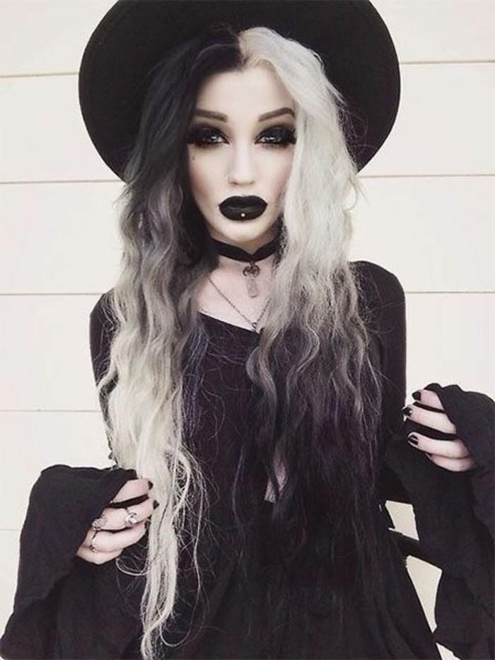 kostüme halloween, schwarz weiße haare, schwarzes kleid, volle schwarze lippen, große augen