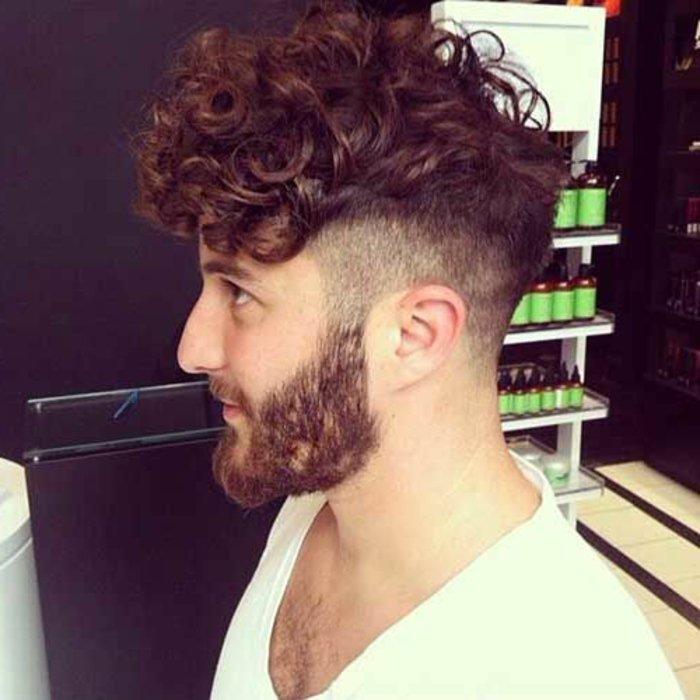 locken frisur stil ideen, natürliche form von den haaren, lockig, rotbraune haare und bart,