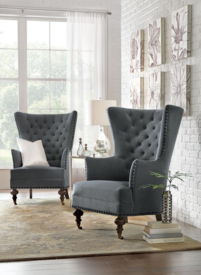 graue ohrensessel in retro stil, entspannungsort im wohnzimmer schaffen, bücher