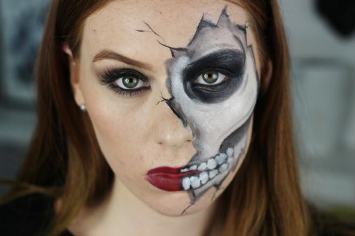 fledermaus kostüm zu schaffen kann einfacher sein als präzise schminke, aber sehen sie wie cool dieses frauen make up zu halloween ist, rote lippen zur hälfte und zähne weiter