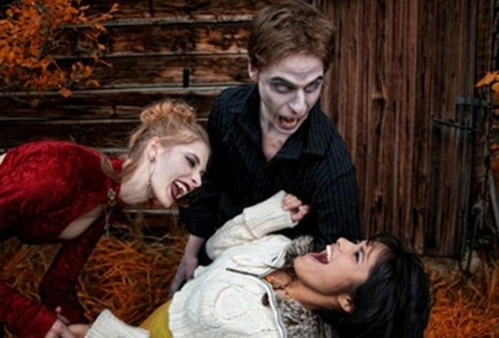 halloween kostüm selber machen, ideen wie freunde zusammen spaß haben können, rotes kleid, weißes kleid, hemd