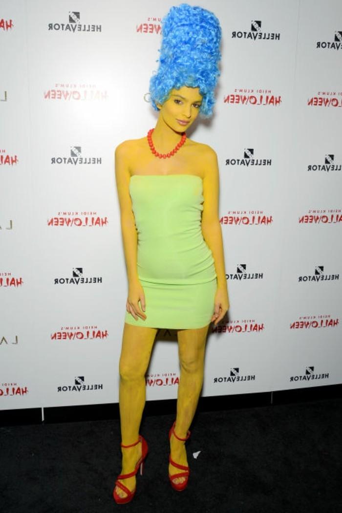 march simpson, einfache kostüme zu faschingzeit, gelbe strumpfhose, grünes kurzes kleid, blaue haare, rote halskette