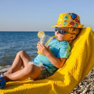Kinder-Sonnenbrillen - worauf die Eltern beim Kauf achten sollten?