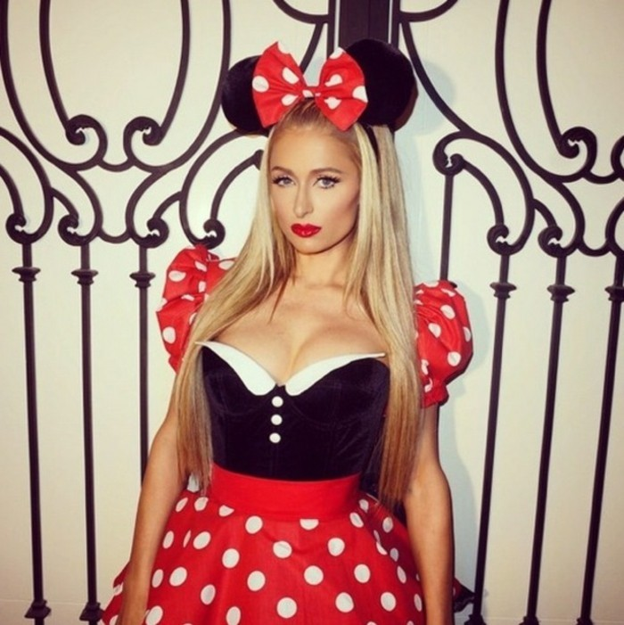 last minute halloween kostüm wie von paris hilton, minnie mouse, roter rock, mausohren diadem
