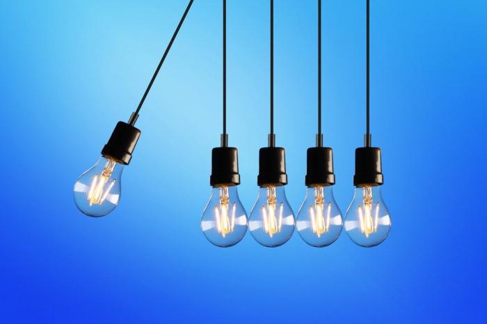 vorteile der led lampen, geld beim strom sparen, innovative leuchtmittel, blauer hintergrund