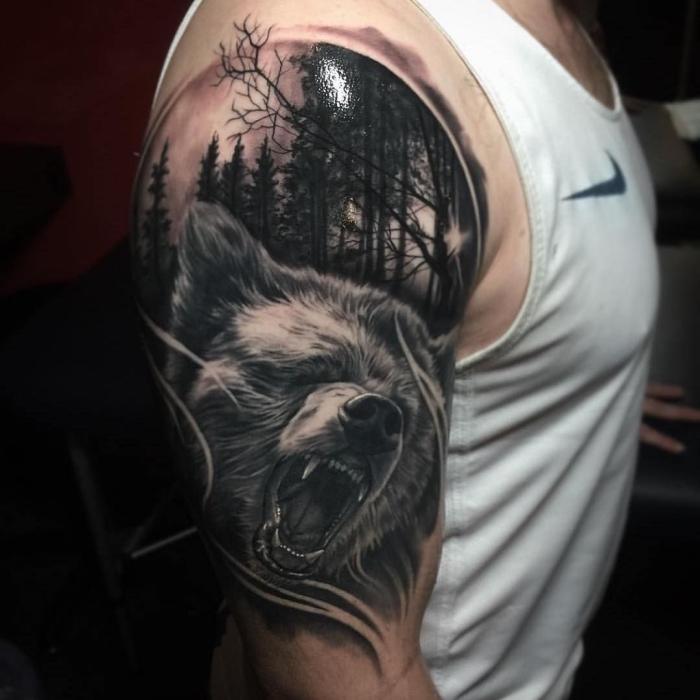 populäre männer tattoos, 3d tätowierung mit bär und wald als motiv, tier