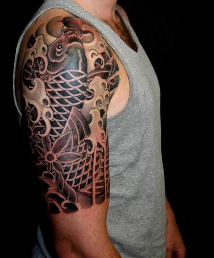 männer tattoos ideen, tätowierung mit japanischen motiven, halb sleeve, koi fisch