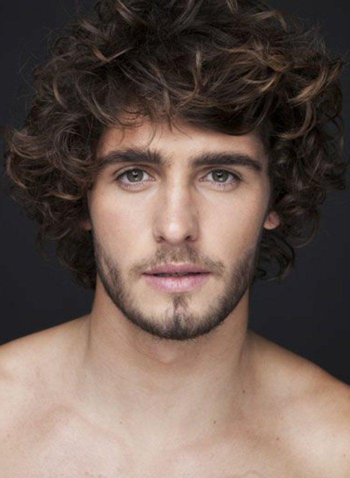 ideen für naturlocken frisuren, wenn sie einen natürlichen look erzeugen wollen, männerstyles