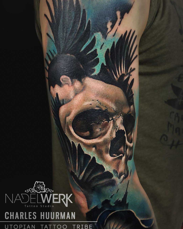 tattoo oberarm, 3d tätowierung, schädel in kombiantion mit frau und flügeln