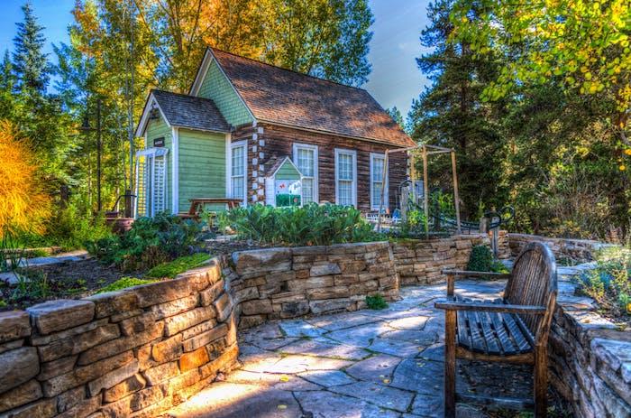 Den eigenen Garten in eine Wohlfühloase verwandeln, sich für Pflasterarbeiten entscheiden