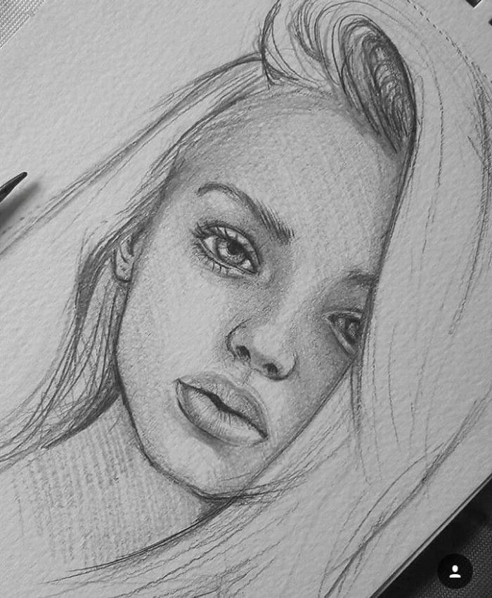zeichnungen in schwarz grau, portreit zeichnen mit bleistift, frauengesicht