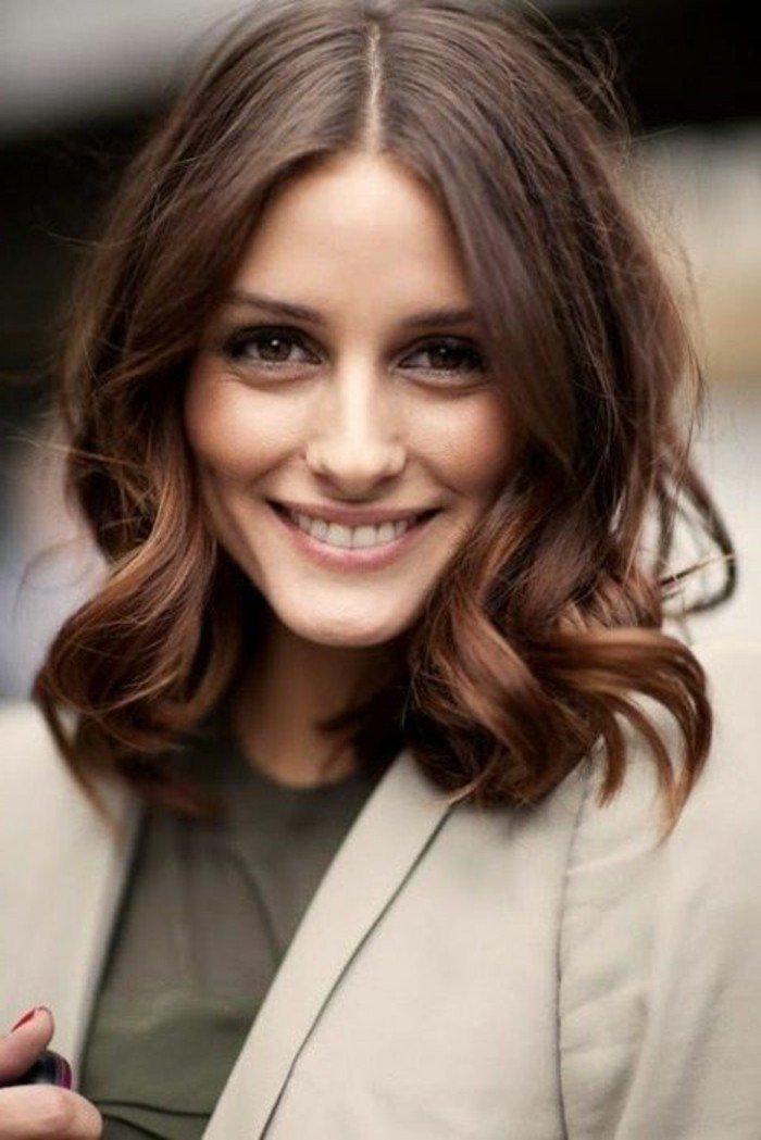 haarfarbe braun, wirkt nett und schön in kombination mit einem lächeln, schöne frau