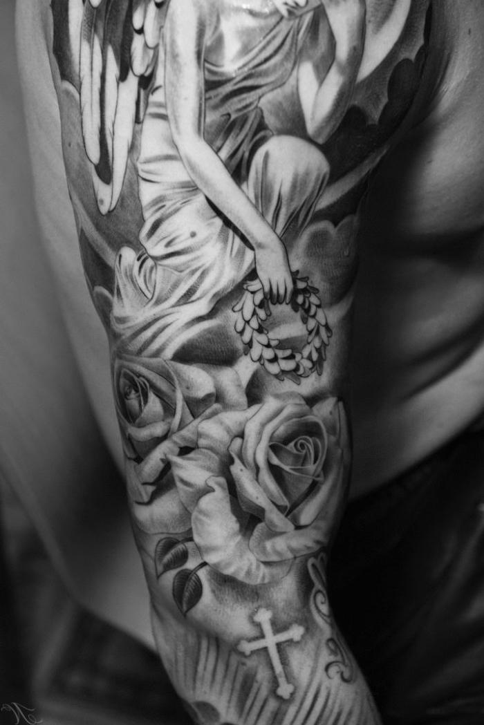 tattoo arm mann, detaillierte religiöse tätowierung, frau mit rosen und kreuzen