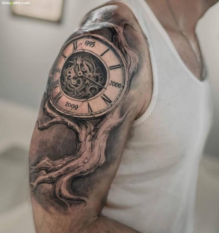 große tadchenuhr in kombination mit baum, tattoo ideen männer, jahren