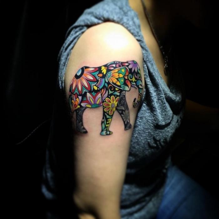 tattoo aberarm frau, farbige tätowierung, elefant mit mandala motiven, blumen