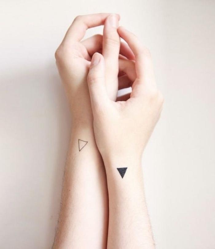 tattoo unterarm frau, dreiecke ideen designs, dreieck voll mit farbe, unvollendet, harmonie