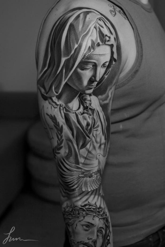 sleeve tattoo stechen lassen, realitische 3d tätowierung, tattoos männer, jesus christi
